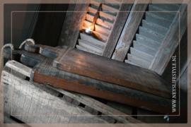 Oude houten broodplank met touw | M