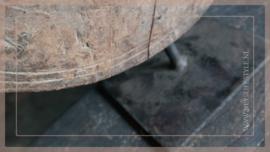 Molensteen hout op voet