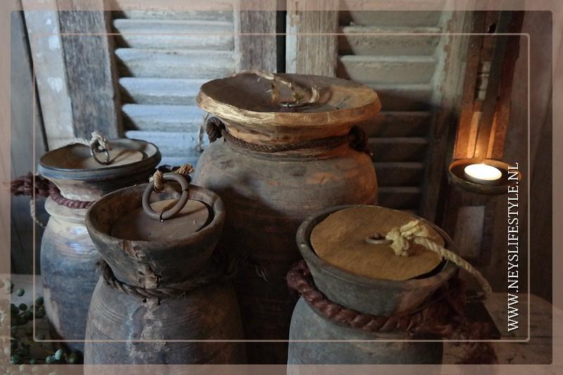 Oude Nepalese kruik met deksel | L