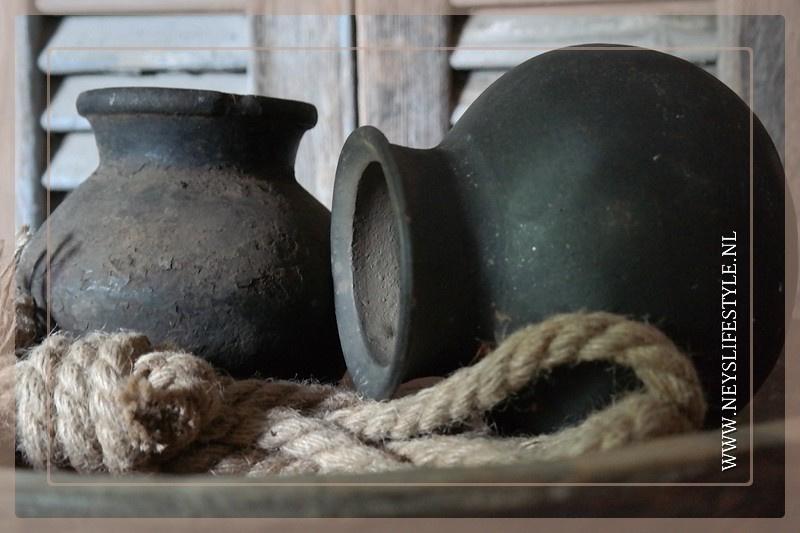 Oude originele tuimelkruikjes  zwart