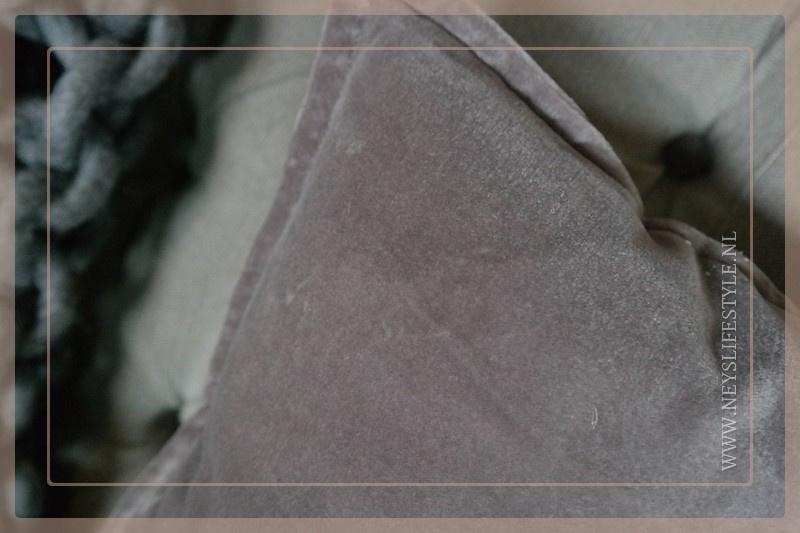 Velvet kussen 50 x 50 cm | taupe