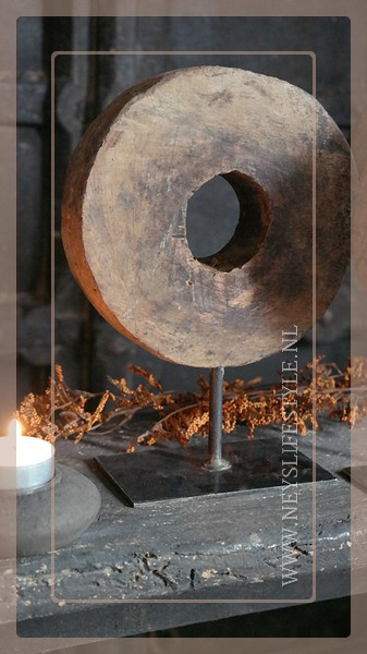 Molensteen rond op voet | hout