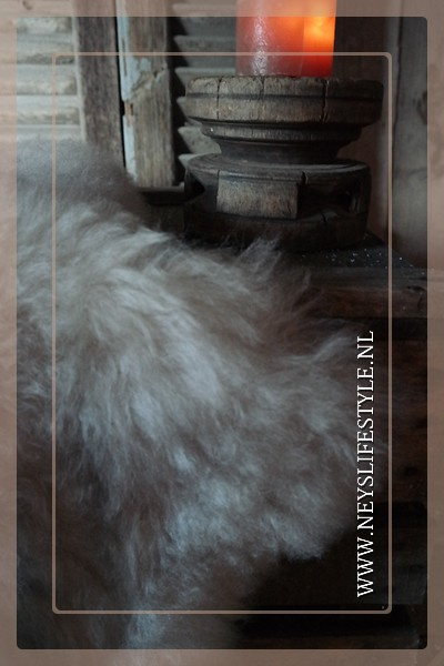 Toscaans lamsvacht 75-90 cm| créme grijs