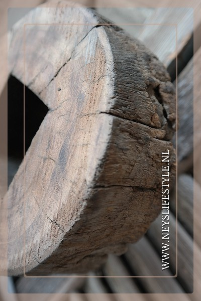 Ornament rond hout op voet 3