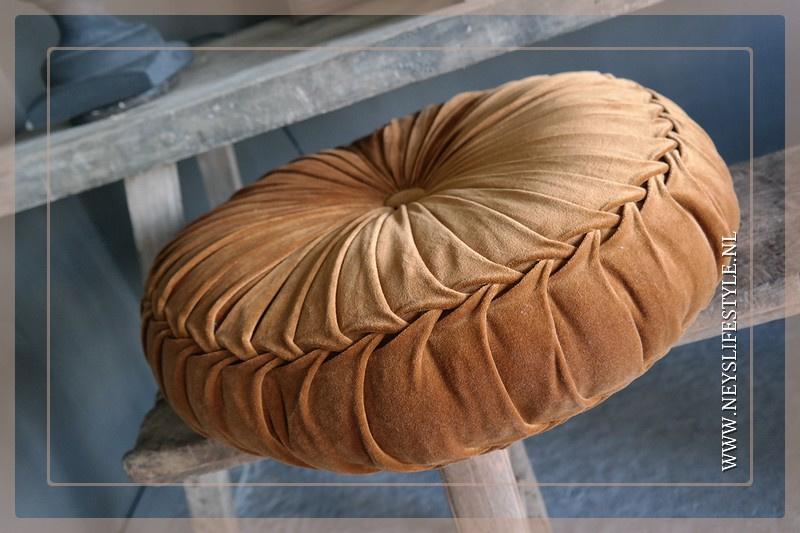 Velvet kussen camel | 60 cm