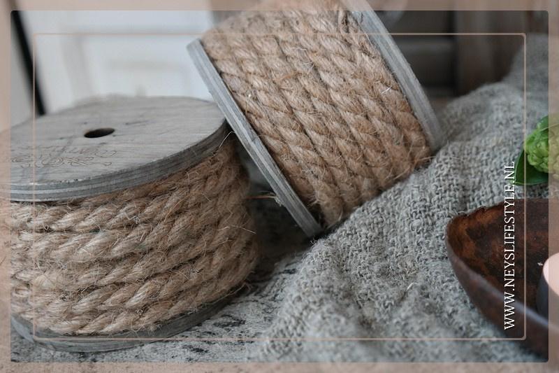 Houten klos met touw