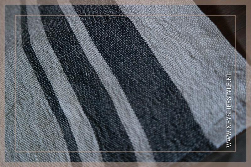 Linnen (thee) doek zwarte streep   40 x 80 cm