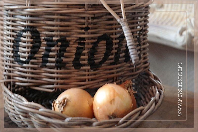 Onions mand rotan