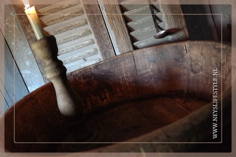 Oude houten ronde trog/bak donker