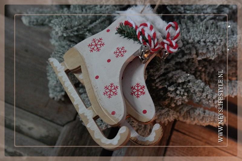Kersthanger schaatsen