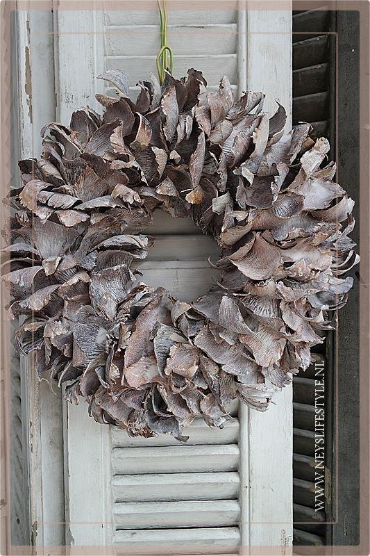 Krans Palm Petal   Whitewash   40cm