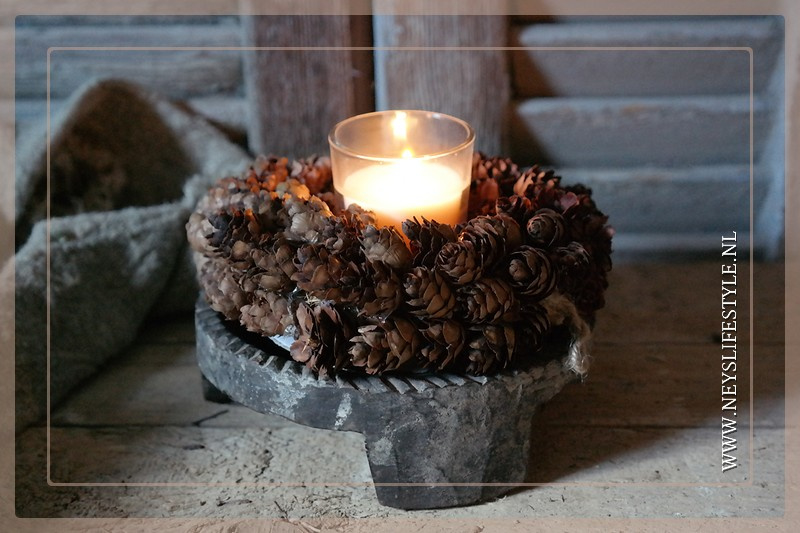Krans candle | pinecone