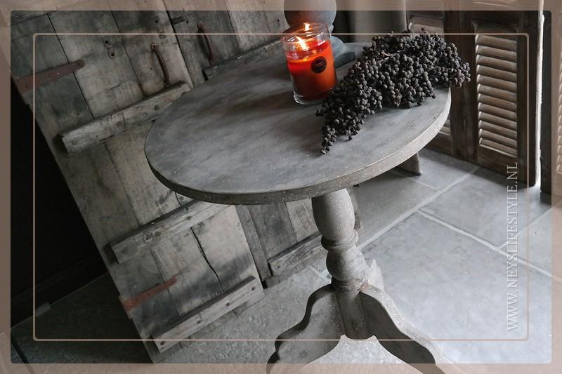 Wijntafel 60 cm   cement finish