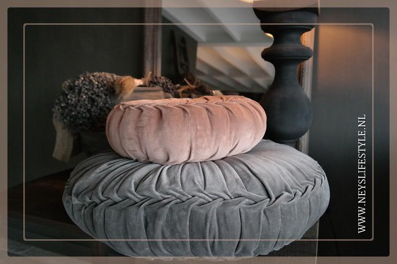 Velvet kussen grijs | 60 cm