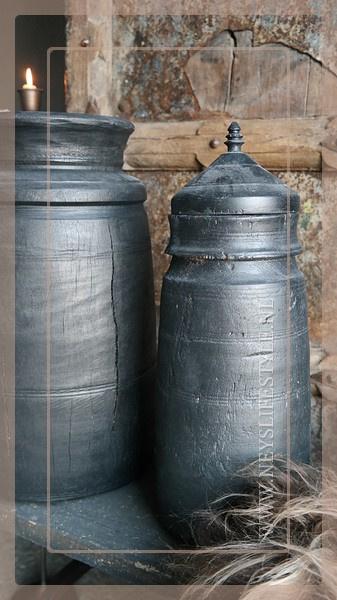 Oude Nepalese kruik met deksel | Black 1