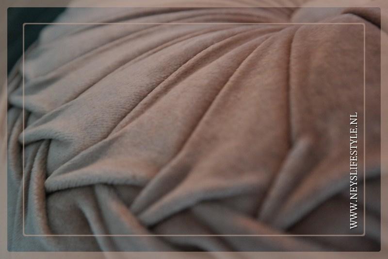 Velvet kussen oud roze | 40 cm