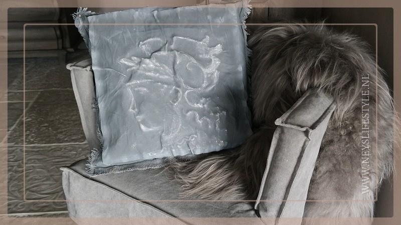Kussen kalkverf Madame 45 x 45 cm   grey