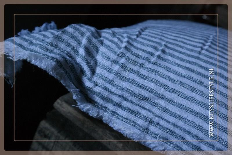 Kussen streep   blauw wit