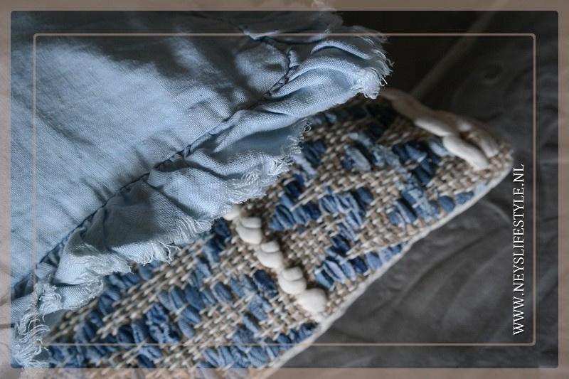 Kussen romantisch linnen   lichtblauw