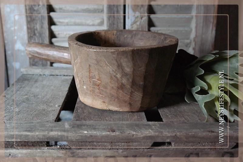 Oude houten vijzel | 2