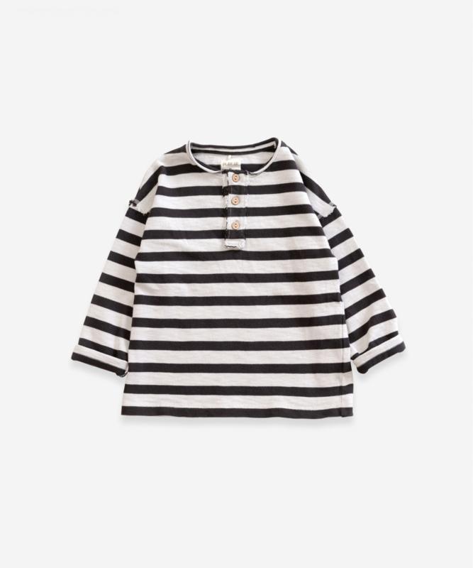 Play up sweater stripe met knoopjes