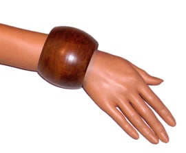 BANGILI 6,5 cm brede houten armband donkerbruin cherry wood