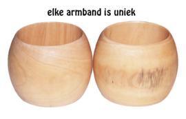 BANGILI 6,5 cm brede houten armband naturel cherry wood