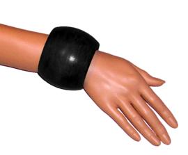 BANGILI 6,5 cm brede houten armband zwart cherry wood