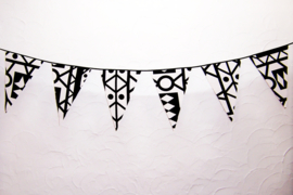 Afrikaanse vlaggenlijn SAMAKAKA zwart-wit | slinger met vlaggetjes van Wax Print stof  | 5 meter