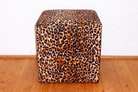 POEF LEOPARD bruin met afrikaanse print | 40x40x40 cm