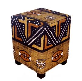 COWRY poef met houten poten en bogolan mud cloth 42x42 cm