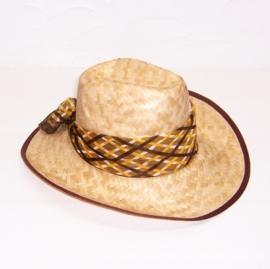 STRO HOED met donkerbruine rand en zijden sjaaltje
