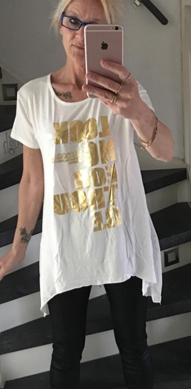 T-shirt met goude letters