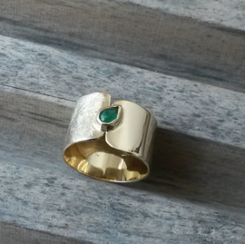 Herinner ring met smaragd