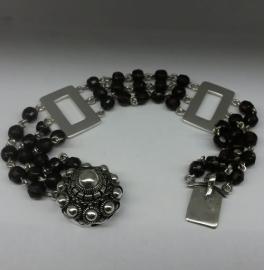 Armband met zeeuwse knop