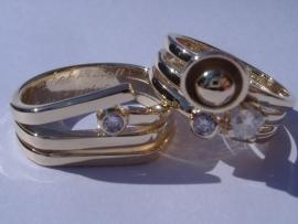 Ringen geelgoud met Diamanten en speciale inscriptie