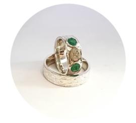 Zilveren ringen met Smaragd en ruwe diamant