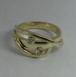 Gouden ring met 2 diamanten