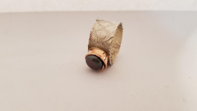 Ring roodgoud en zilver met zoetwaterparel zwart