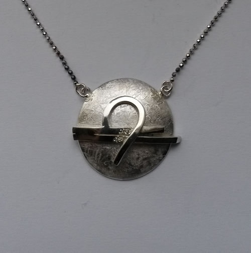 Zilveren Weegschaal met vast zilveren collier 45 cm.