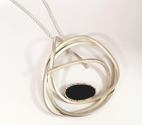 Zilveren hanger met Onyx