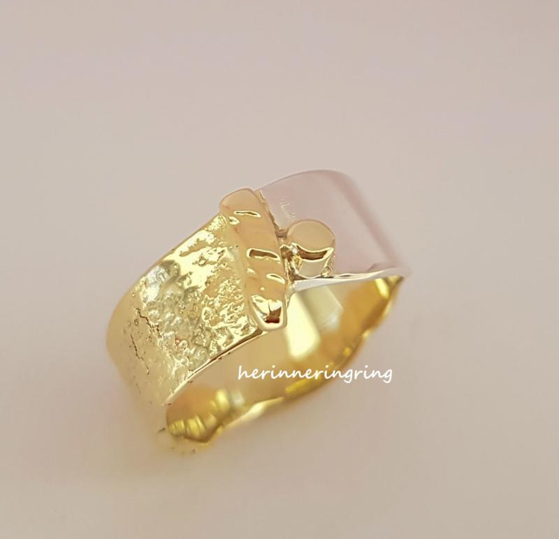 Ring zilver met geelgoud en as