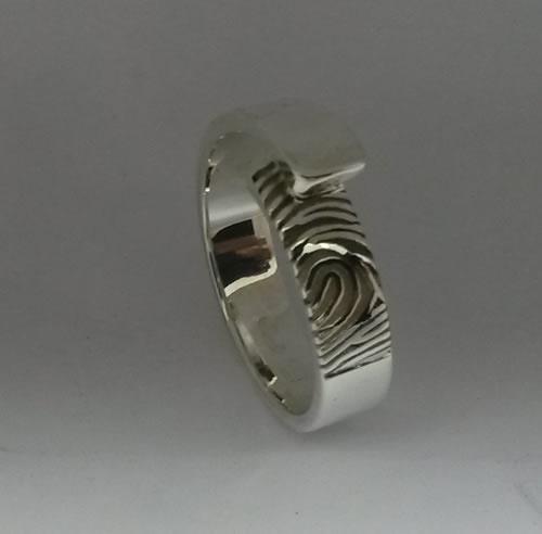 Vingerprint in zilveren ring