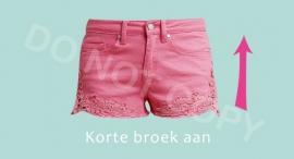 Korte broek aan - M