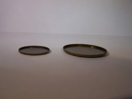 Bronskleurig rond met getande rand (CHRBT)