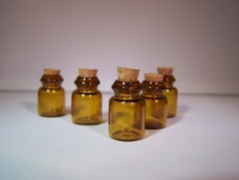 GFB-06 Bruin mini flesje (1,9x1,2cm)