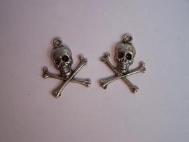 Schedel met gekruiste botten zilver