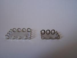 Zilverkleurig vierkant met geschulpte rand