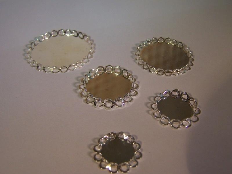 Zilverkleurig rond met dubbel geschulpte rand (CHRZDGs)