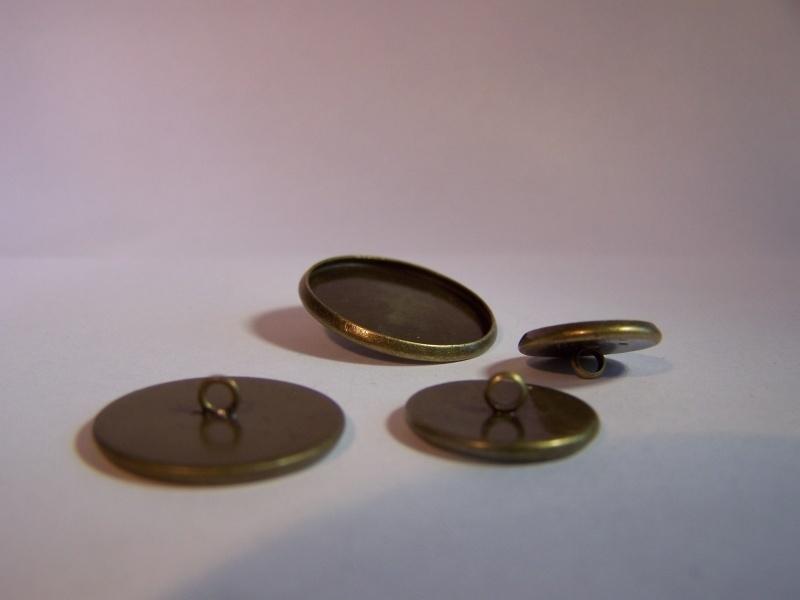 Bronskleurig rond met gladde rand en oogje (CHROBGl)